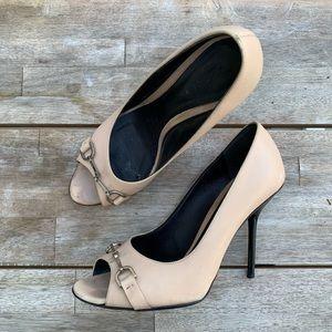 GUCCI nude peep toe horse bite stiletto heels 38/8